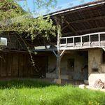 Maison avec dépendances à rénover