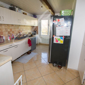 3 appartements (2 T4 et 1 T2) : T4 Etage Chasselay