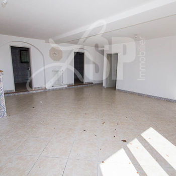 3 appartements (2 T4 et 1 T2) : T4 RDC Chasselay