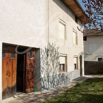 Maison de village avec dépendances : Rives
