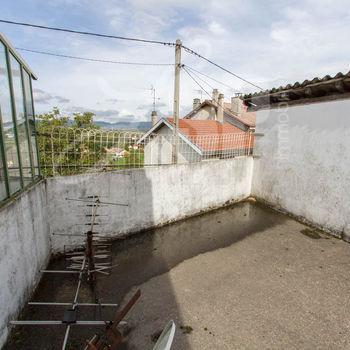 Maison de village avec surface commerciale : Izeaux