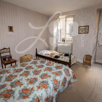 Maison de village + Commerce : La Côte St André