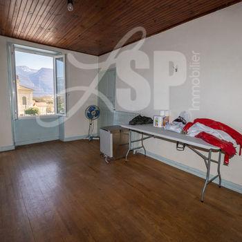 Maison T4 + Commerce + Dépendances : Appartement
