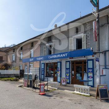 Maison T4 + Commerce + Dépendances : Bar-Tabac