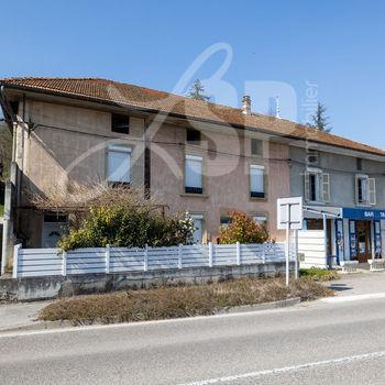 Maison T4 + Commerce + Dépendances : Beaulieu